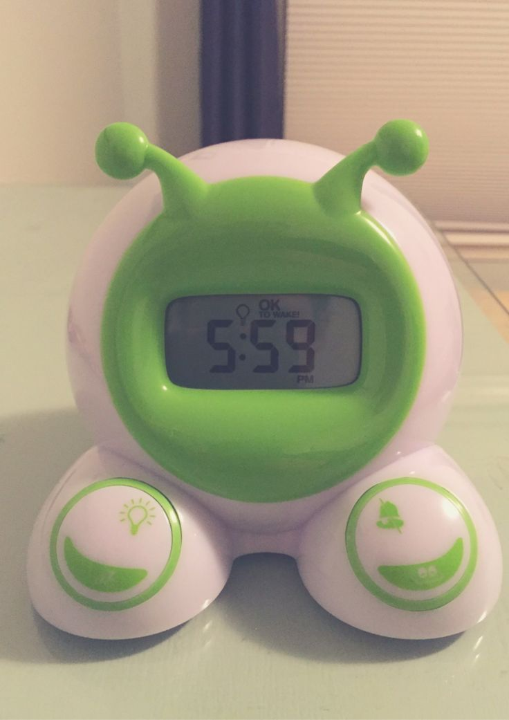 """The """"OK to Wake"""" clock is a lifesaver when transitional a toddler to a big kid bed! 