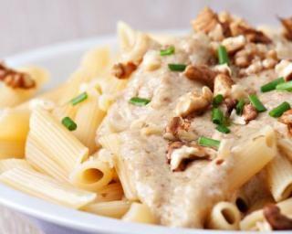 Pâtes folles en sauce légère ail et noix : http://www.fourchette-et-bikini.fr/recettes/recettes-minceur/pates-folles-en-sauce-legere-ail-et-noix.html