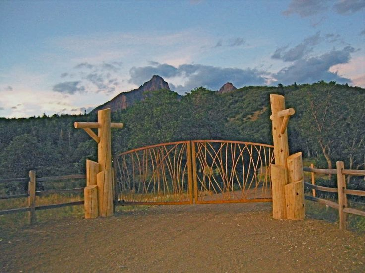 Rustic ranch gate ranch entrances pinterest gates for Ranch entrance designs