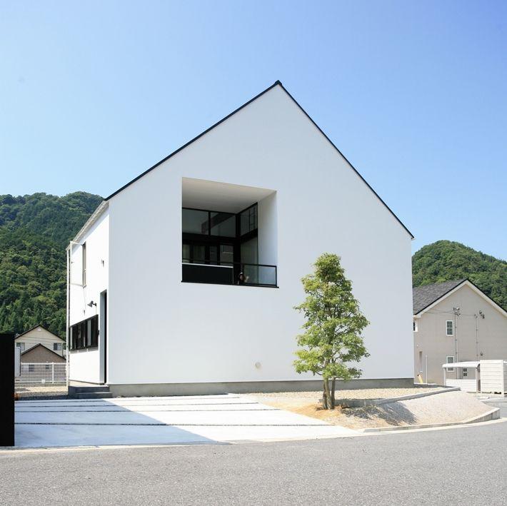 シンプルな三角屋根の外観(オウチ02・鳥取の家) - 外観事例|SUVACO(スバコ)