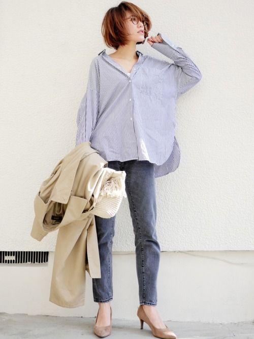 GUのストライプオーバーサイズシャツ(グレー)に 古着のグレーデニムで ワントーンに。 ゆるっとシ