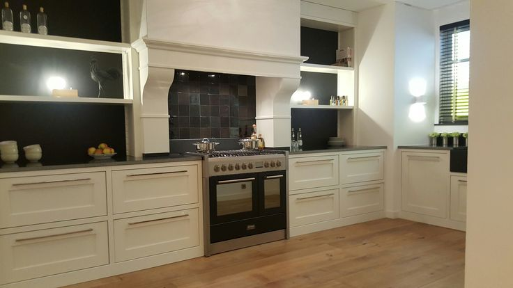 Handgemaakte Keuken, Ruby  #handgemaakt #handgemaakte #handgemaaktekeuken #keuken #keukens #droomkeuken #keukenstudiomaassluis #maassluis