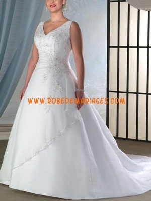 Robe de mariée grande taille col V satin appliqué