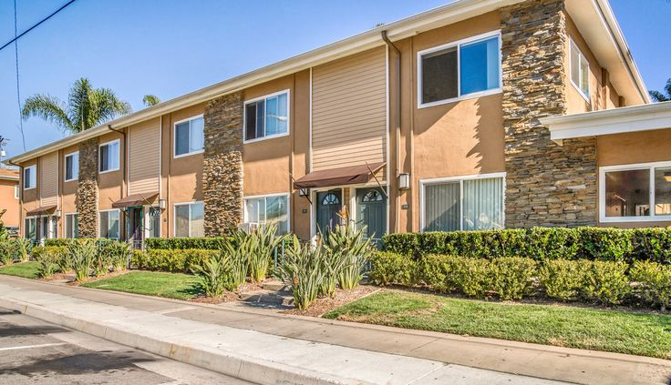 Olive Tree In Costa Mesa, CA. 2bd $2195.