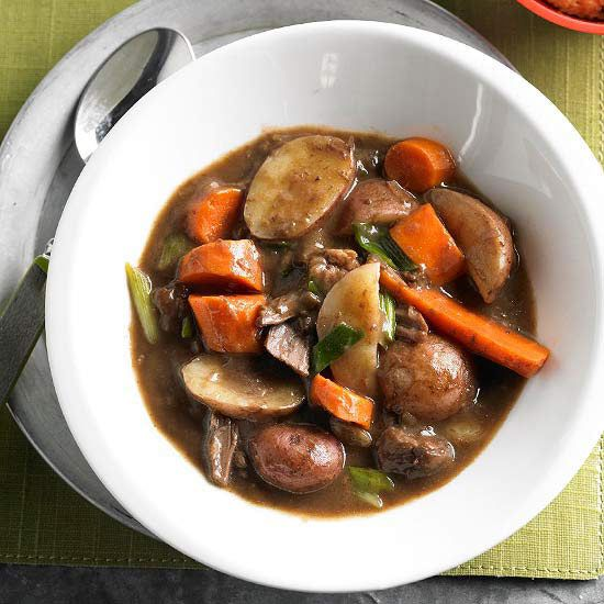 Sunday Dinner Stew    With four ingredients and minimal prep, you'll have a hearty, beefy Sunday stew. Bonus: It's low in fat and has only 300 calories per serving.    Budget dinner price: $2.14 per serving