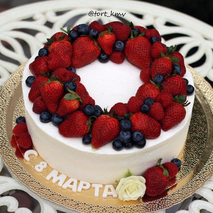 Тортик бисквит ванильный, крем сливочно-творожный, внутри малина и голубика😊🍰❤️