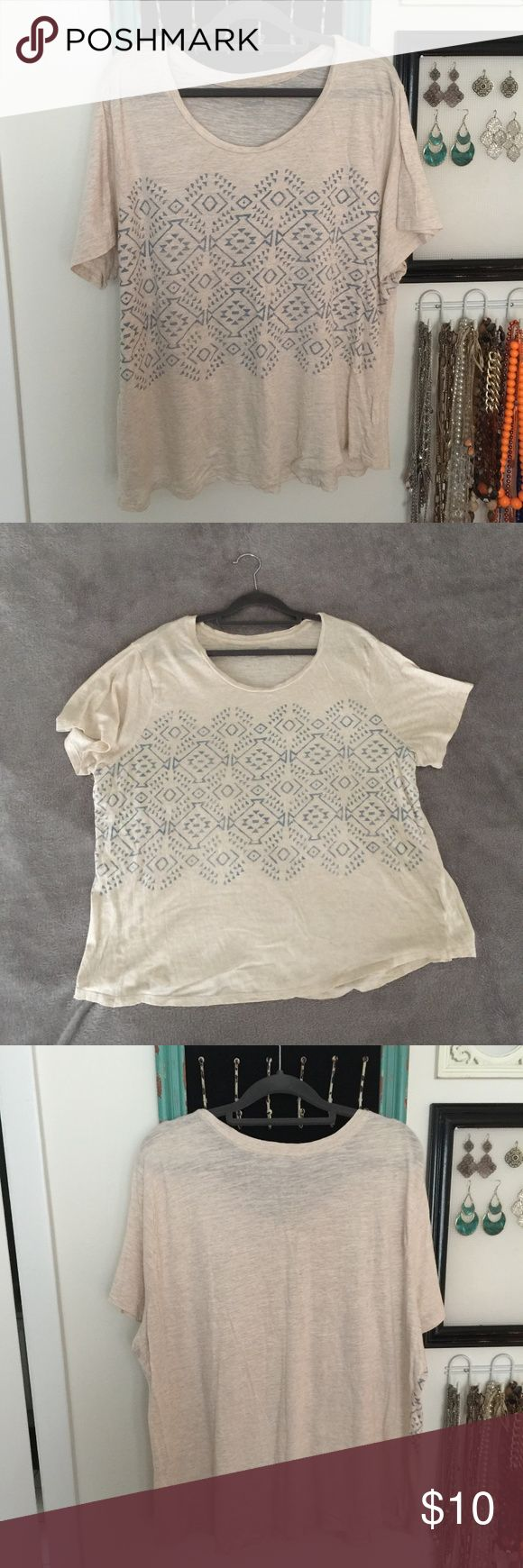 Old Navy Cream and Silver Geometric T-shirt Old Navy Cream and Silver Geometric short-sleeved T-shirt, Size XXL, the overall length has shrunk a bit from washing, only worn a few times Old Navy Tops Tees - Short Sleeve