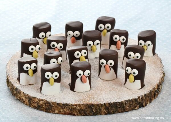 Easy marshmallow penguins - a super cute treat for Christmas party food or to give as homemade gifts. Kids will love this fun Christmas food Idea!