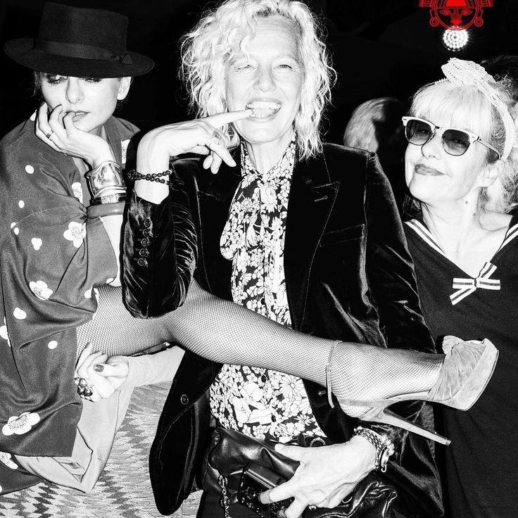 #mulpix A CE SOIR au MANKO CABARET ! Join the Craziness ! Simply Outrageous ! ShowTime 11:30pm ! Réservations table : welcome@manko-cabaret.com ou 0182280015 📸 Photo @cnctti  #mankocabaret by  #ClubSandwichParis