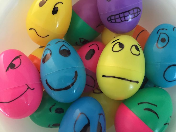 Hands-on activities like this one with plastic eggs help kids learn feelings in Spanish.