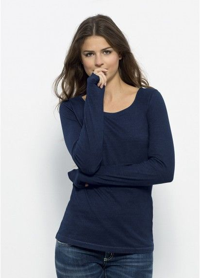 Cosy and calm Stina in Dark Indigo Wash. This #longsleeve ladies' #tshirt is #fairtrade and 100% #organic #cotton and coloured with #eco-friendly dye. Made in Bangladesh.