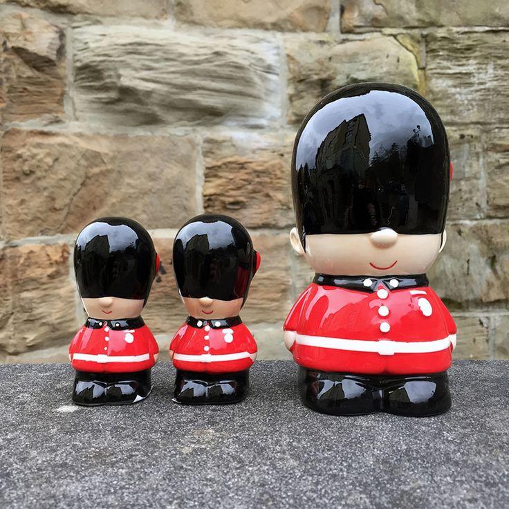 Artículos originales de la Guardia Real Británica. huchas, vasos, monederoes, tazas, llaveros y mucho más! Echa un vistazo en el link. #guardareal #britanica #londres