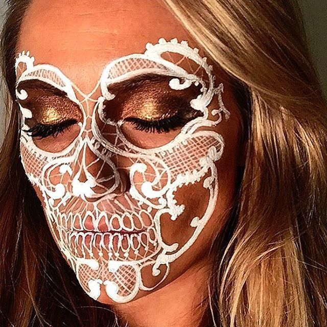 White Lace Skull💀⚪️👩🏽 I used only a basic set of products!