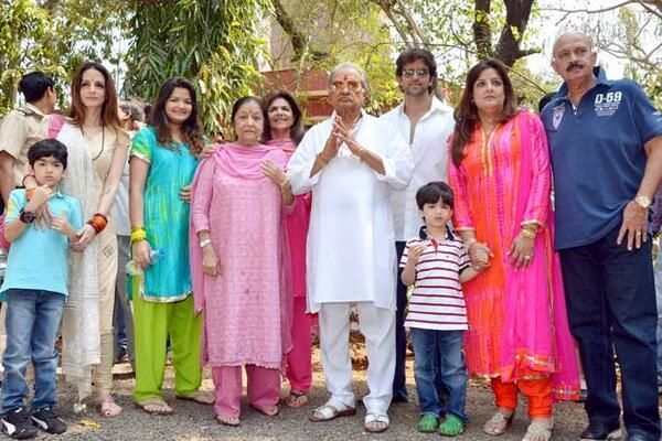Hrithik Roshan and his big happy family