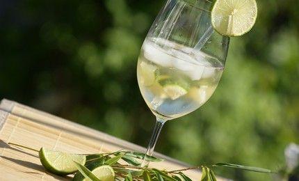 Spannende Italiaanse drankjes genoeg. In de noordelijke Italiaanse regio Sud-Tirol is de Hugo helemaal hip, vooral in de zomer.