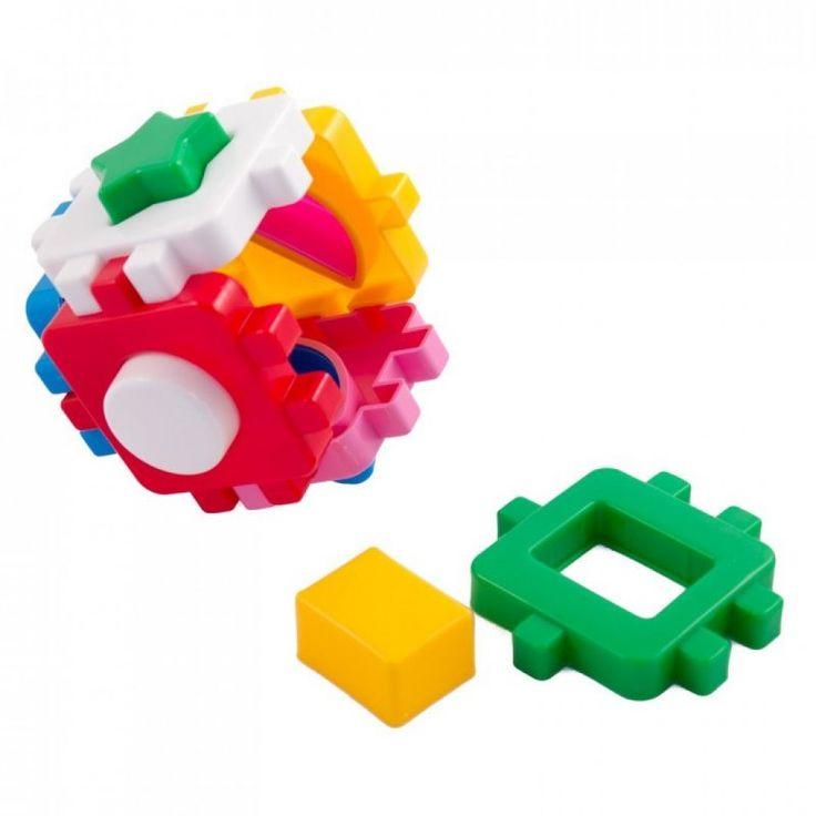 A játék célja, hogy a különböző formákat a megfelelő lyukon keresztül a kockába dobjuk. Remekül fejleszti a gyerekek kézügyességét és segít a formák felismerésében. 2 éves kortól ajánljuk.
