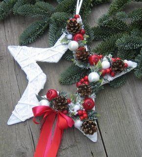 Vánoční+hvězdička+Hvězdičku+jsem+doplnila+vánočními+přízdobami,+umělými+jablíčky,+umělou+zelení+a+stuhami.+Průměr+má+cca+25cm.+Velmi+trvanlivá+dekorace.+Vhodná+také+jako+dárek.+V+případě+Vašeho+zájmu+mám+pro+Vás nachystány+poslední dva+kusy.+Cena+je+uvedena+za+jeden+kus.