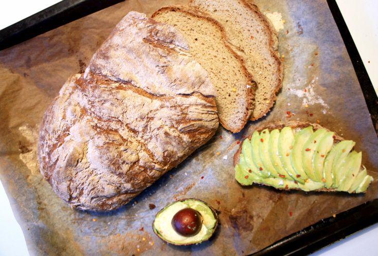 Alltså detta bröd är fantastiskt! Av alla hundratals glutenfria bröd som jag har bakat de senaste åren så är det här banne mig det bästa. Du bara måste testa!