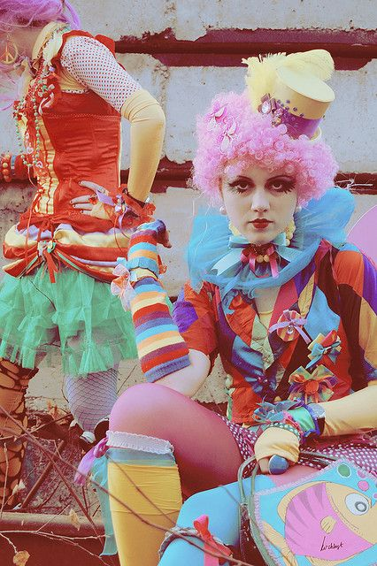 By KvinZ Chlöst. Tiny pink curly wig is cute. Like the tattered costumes for a grown up clown