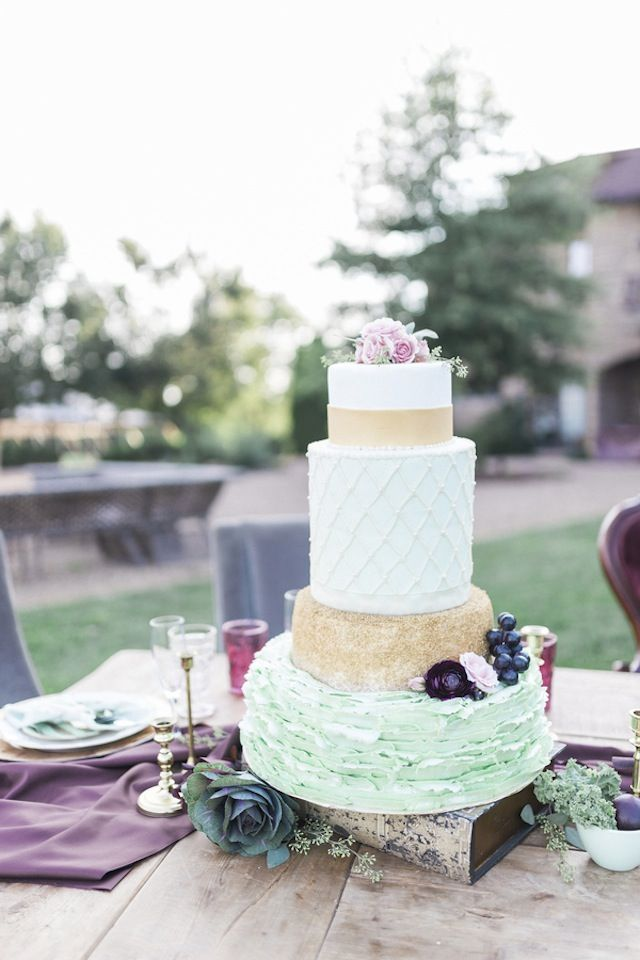 Gold and mint wedding cake | Sweetly Vintage Photography | see more on: http://burnettsboards.com/2015/11/aubergine-mint-chateau-wedding/