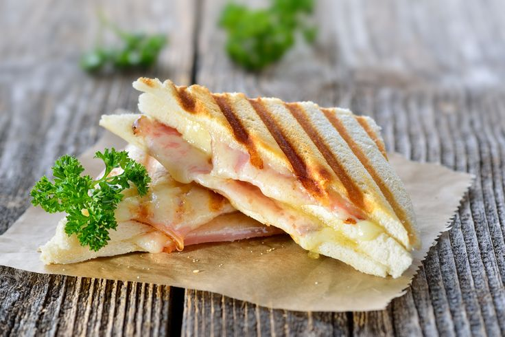 To τοστ είναι το ιδανικό σνακ για κάθε στιγμή της ημέρας και απαραίτητο υλικό του είναι το ψωμί... Βρες το σε εμάς στην καλύτερη τιμή!