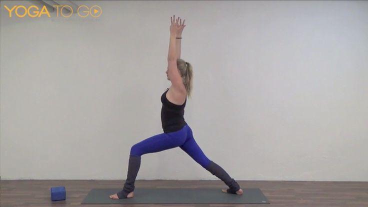 Introduktion til vinyasa flow  Lær 'grund trinene' i vinyasa flow yoga. Denne video giver dig et indblik i nogle af de elementære elementer i en vinyasa flow klasse. En kort intro hvor du får lov til at smage på principperne i vinyasa flow yoga. En god video at starte med.