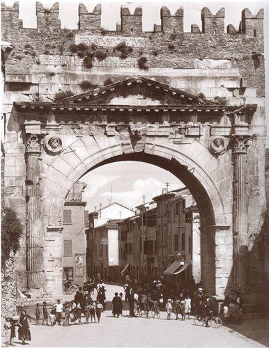 Foto di Rimini Vecchia: Vecchie Fotografie Rimini Antica in bianco e nero, seppia