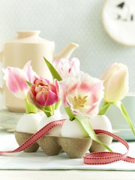 Ostern wird es bunt auf dem Tisch, denn was die Farben angeht, darf es ein bisschen aufgefallener zugehen. Hier kommen 8 DIY-Ideen für Ihre Tischdeko.
