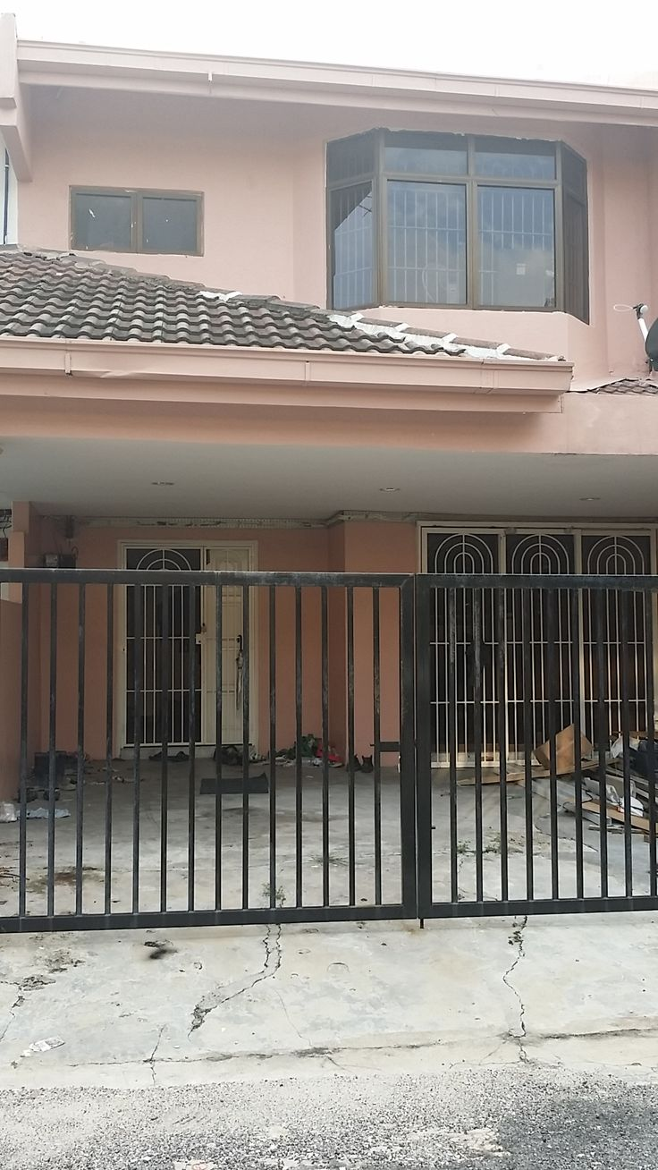 2sty, Taman Sri Manja, Petaling Jaya - Area: Taman Sri Manja (Petaling Jaya) Property Type: Double Storey Offer Price: RM720,000  ~ Build up 1400sf ~ Land Area 20×65 ~ 4 Room 2 Bath ~ 5 min distance giant hypermarket. ~ walking distance to shop and bank ~ Easy access to Old Klang Road, LDP, Kesas and New Pantai Express. ===================================================== Kindly contact Even Chong 016-3313 521/Yen 016-257 2254 for viewing, thanks. =====================