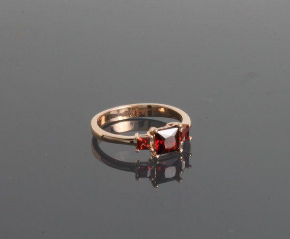Bague grenat, bague or grenat, trois anneau de Pierre, anneau de promesse, or bague de promesse, Pierre de naissance janvier, anneau de pierres précieuses, bague Pierre rouge