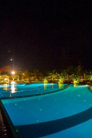 Uga Bay: the pool lit up at night with Lights