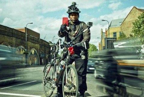 AYTOΣ ΕΙΝΑΙ Ο Ποδηλάτης-Τιμωρός: Τι ακριβώς κάνει στους δρόμους