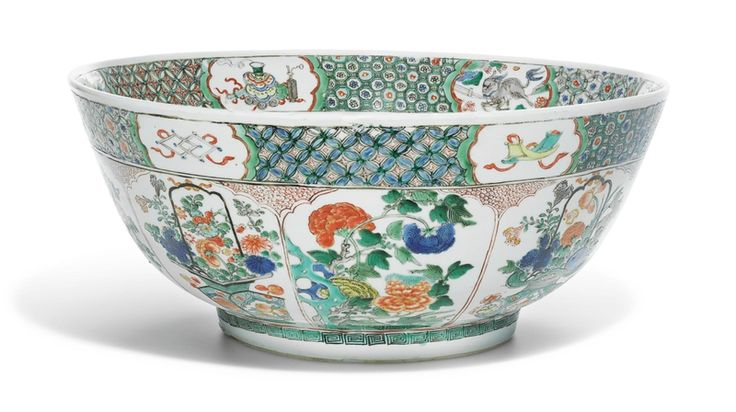 (Qing) Famille Verte. A large Famille Verte punch bowl. Qing dynasty, Kangxi period
