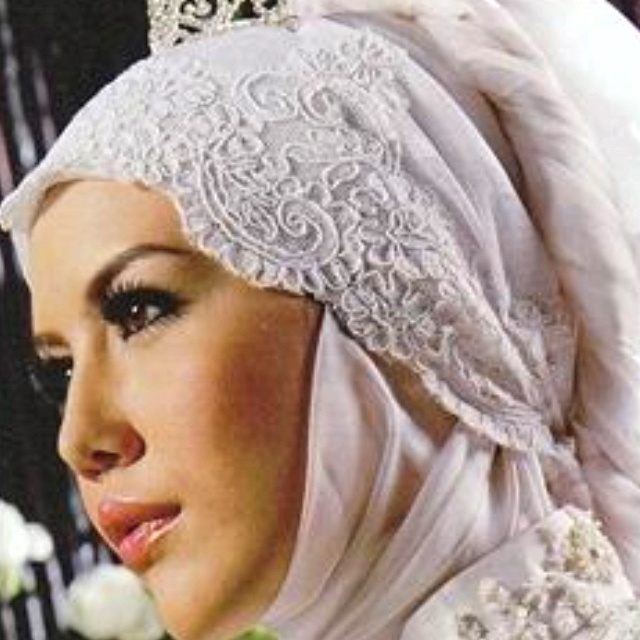 Wedding Hijab style by Irna La Perle. Very modern, contemporary style for hijabis nowadays. <3