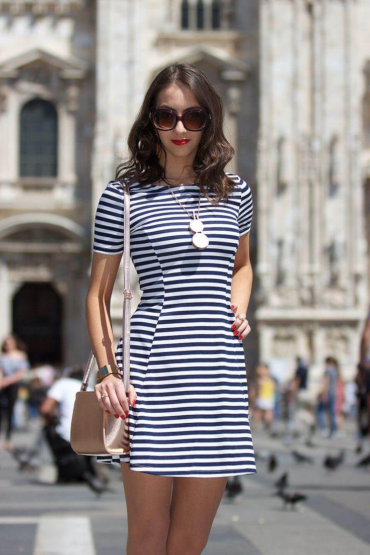 Vestido listrado - Manu Luize. Confira 15 modelos de vestido listrado para arrasar no look e como deixar eles super moderno!
