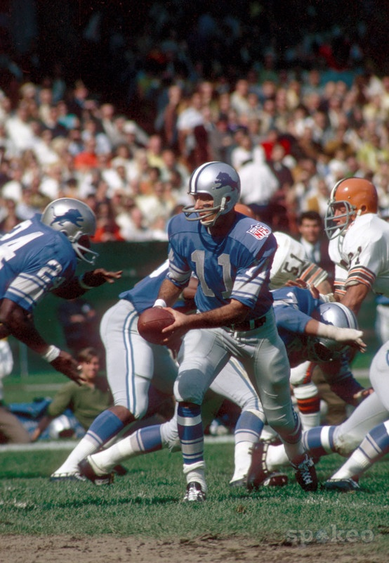 Detroit Lions quarterback #11 GREG LANDRY hands off to running back #24 MEL FARR against the Cleveland Browns at Cleveland Stadium. The Lions defeated the Browns 28-21.