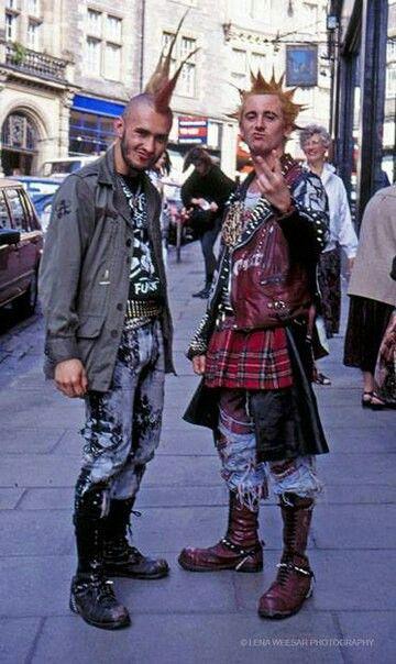 Punks                                                                                                                                                                                 Más