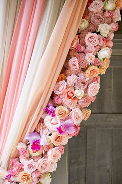 Forget flower walls à la Kimye — this peekaboo rose curtain is at the top of our wish list.Photo Credit: Harwell Photography on Southern Weddings via Lover.ly