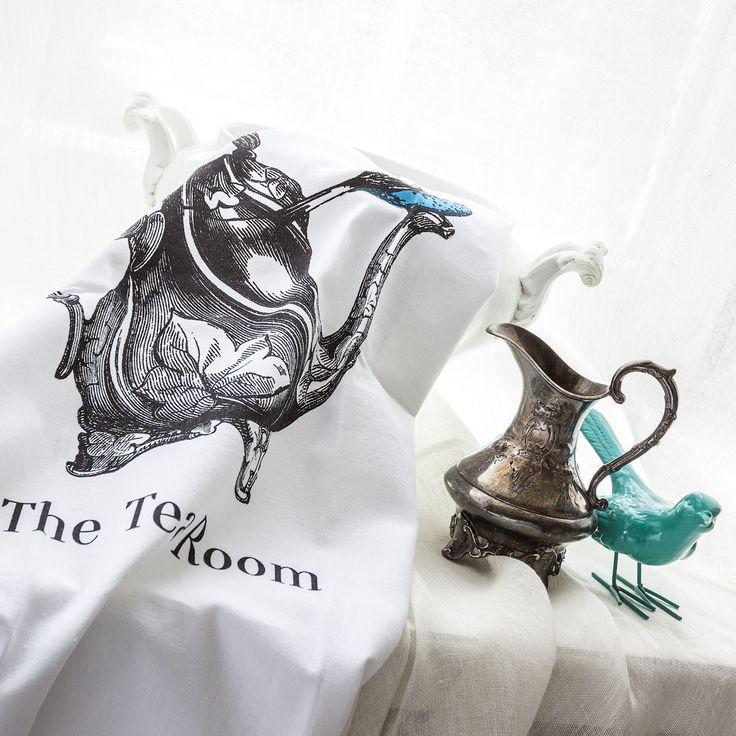 """Приготовьтесь к тому, что гости будут расспрашивать Вас, откуда Вы взяли эту красоту и как Вам удалось создать невероятно уютную атмосферу в столовом пространстве. Полотенце для чайной церемонии """"The Tea Room"""" - это повод для гордости любой хозяйки! #подарок, #подарки, #сервировка, #полотенце,  #teatowel, #towel, #gift, #gifts, #serving, #dinner, #objectmechty"""