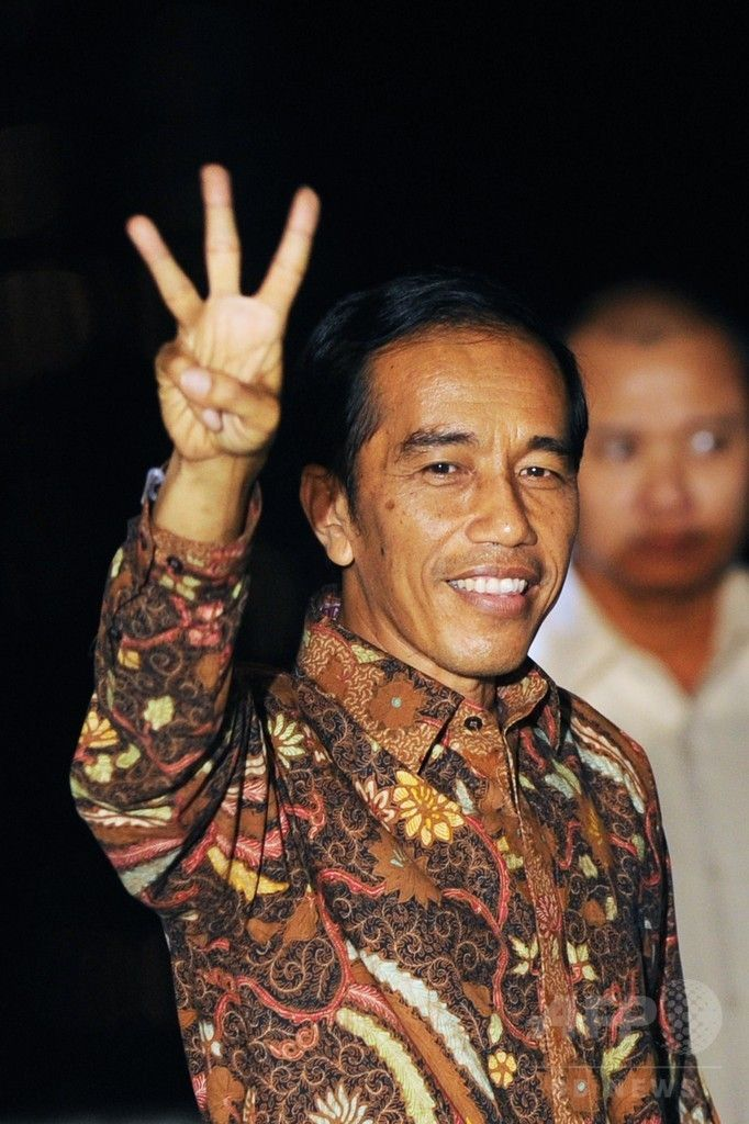 インドネシアの首都ジャカルタ(Jakarta)で、大統領選の勝利宣言を終えポーズをとるジョコ・ウィドド(Joko Widodo)氏(2014年7月22日撮影)。(c)AFP/ROMEO GACAD ▼23Jul2014AFP インドネシア大統領にスラム出身の改革派ジョコ氏 http://www.afpbb.com/articles/-/3021202 #Jakarta #Joko_Widodo