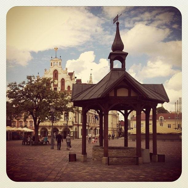 Pocztówkowe ujęcie starego miasta w Rzeszowie. Idziemy na spacer! #Rzeszów #Podkarpacie #miasto #spacer/  #Poland #weekend #travel #city #amazing #oldtown