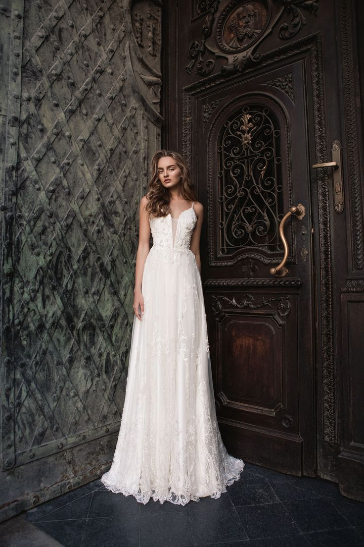 "Melissa - Wedding dress by Kaya Nova (Bellezza e Lusso). Collection ""Prague"" / Свадебное платье от дизайнера Kaya Nova (Bellezza e Lusso). Коллекция ""Prague"" #lusso #lussodress #bellezzaelusso #designer #eveningdress #weddingdress #yourwedding #wedding #newcollection #collection2017 #weddingdresses2017 #kayanova"