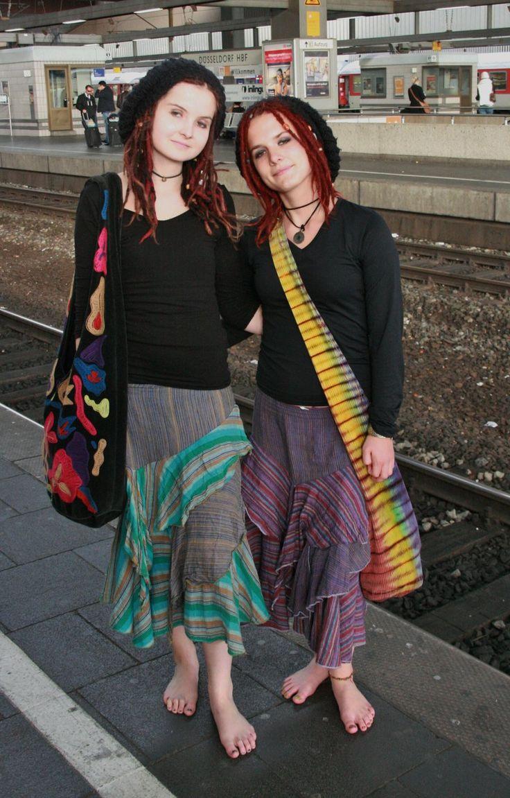 Alina mit Schwester barfuss in Duesseldorf by Burkhard55 ...