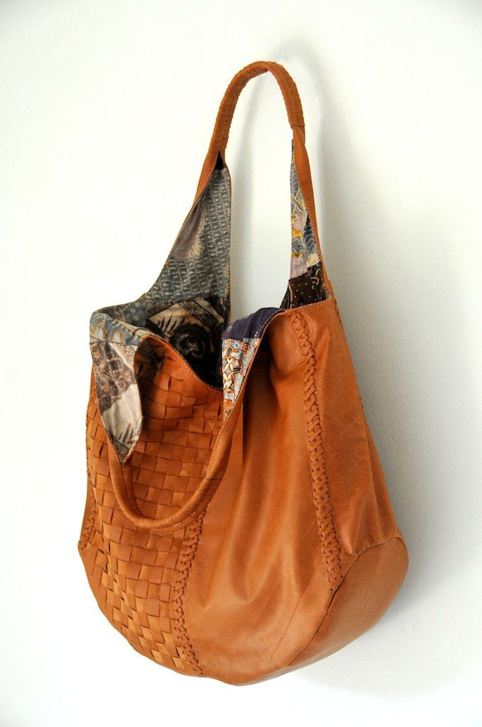 This leather bag is a great bag for any occasion. It holds a truck load of things. Zip compartment along with 2 pockets inside.