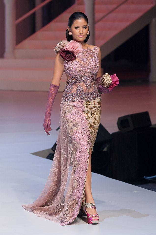 Anne Avantie l Kebaya Batik ~ Indonesia