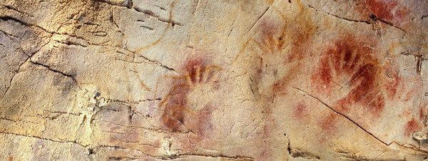La cueva de El Castillo, en Cantabria, alberga el arte rupestre más antiguo del mundo