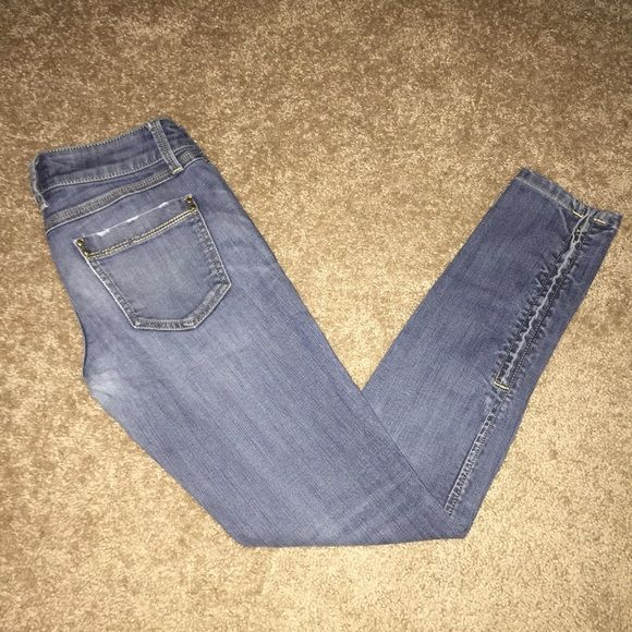 Forever 21 Petite Skinny Jeans Skinny stretchy jeans, has washed out look, has zipper at ankle so you can unzip for more room or jeep zipped, for a size 24 petite lady Forever 21 Jeans Skinny
