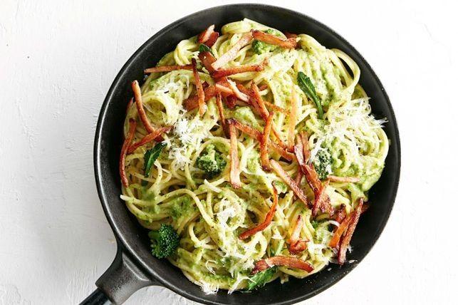 Esta pasta de brocoli con verduras, además de ser alta en fibra y de buen sabor es fácil de hacer. Lo mejor es que de bajo presupuesto. Así que si siguesestos simples pasos puedes conseguir