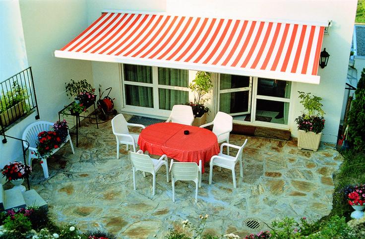 A napellenzők hasznos és dekoratív kiegészítői családi házak teraszainak, társasházi lakások erkélyeinek, vagy vendéglátó ipari, szállodaipari létesítmények kerthelyiségeinek. A különböző napellenző típusok igazodnak a megrendelő igényeihez és a beépítési követelményekhez.
