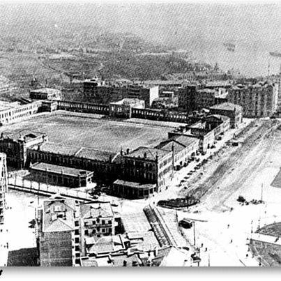 Taksim Kışlası yıkılmadan önce avlusu 1921 - 1939 yılları arasında İstanbul'un ilk stadıydı.. şu anda AVM ve Otel yapılmak istenen Gezi Parkı